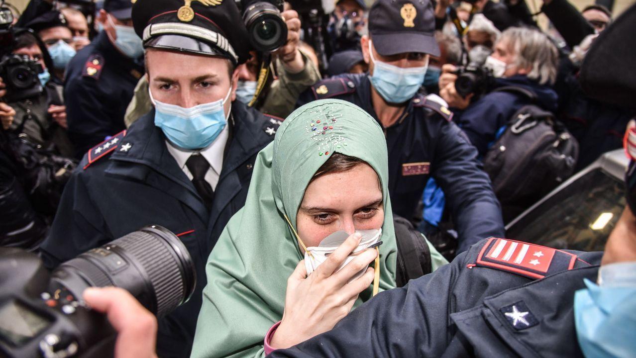 Silvia Romano, a su llegada a Milán tras ser liberada de su secuestro en Somalia