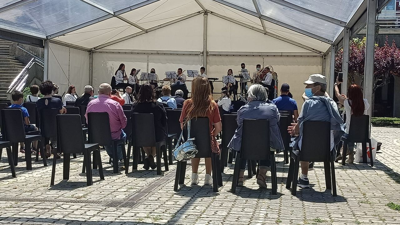 La banda de Vilalba actuó en la feria del libro de la capital chairega