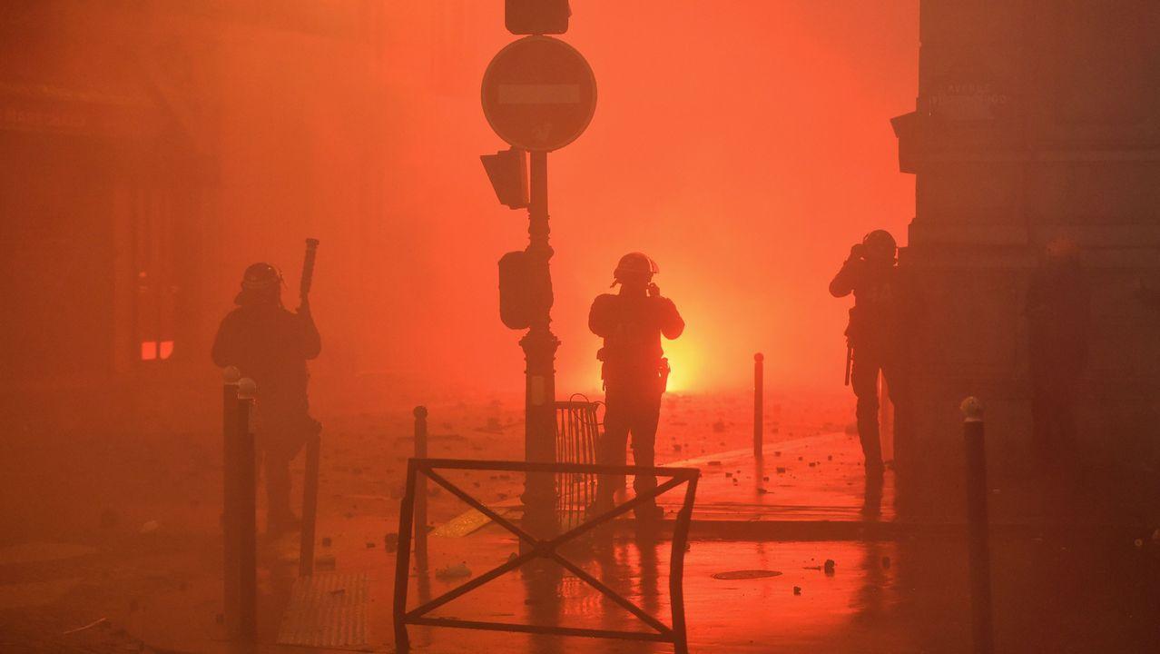 París intenta volver a la normalidad tras los disturbios de los «chalecos amarillos».Xi y Trump, en primer término de la imagen, durante su reunión en Argentina