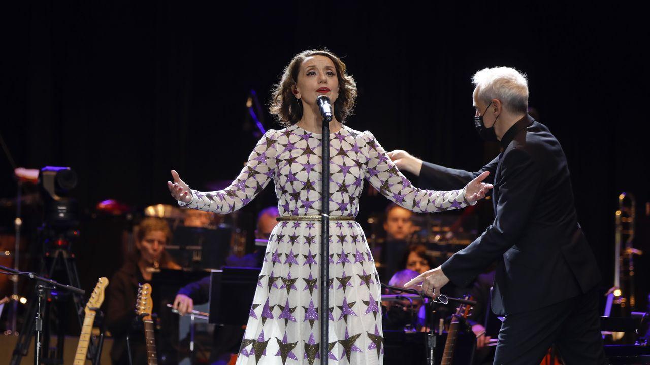 Así fue el concierto de Luz Casal y la Filharmonía de Galicia en el Obradoiro.A Avelino Jácome lo acompañarán Paco Ascón y Manuel Mandianes