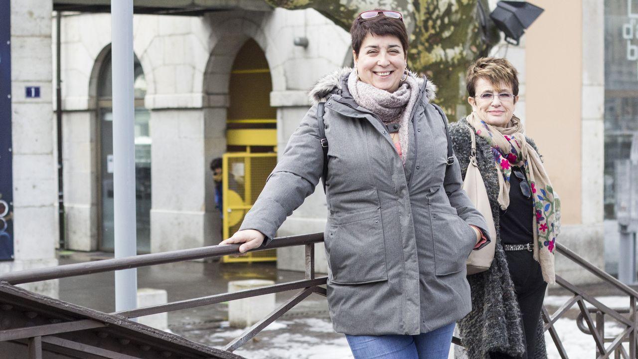 «Los gallegos piensan que Suiza es el paraíso pero aquí también hay pobres».Luis Insua Papín ante el monumento al emigrante en Fisterra en septiembre de 2017