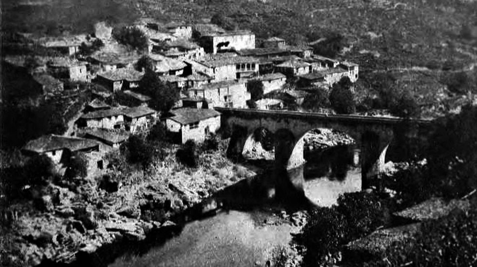 Toda a parte do Saviñao. Nestra foto tomada dende a curva de Soto, vese toda a aldea do Saviñao e a chamada Casa dos Coletes (a primeira pola esquerda)