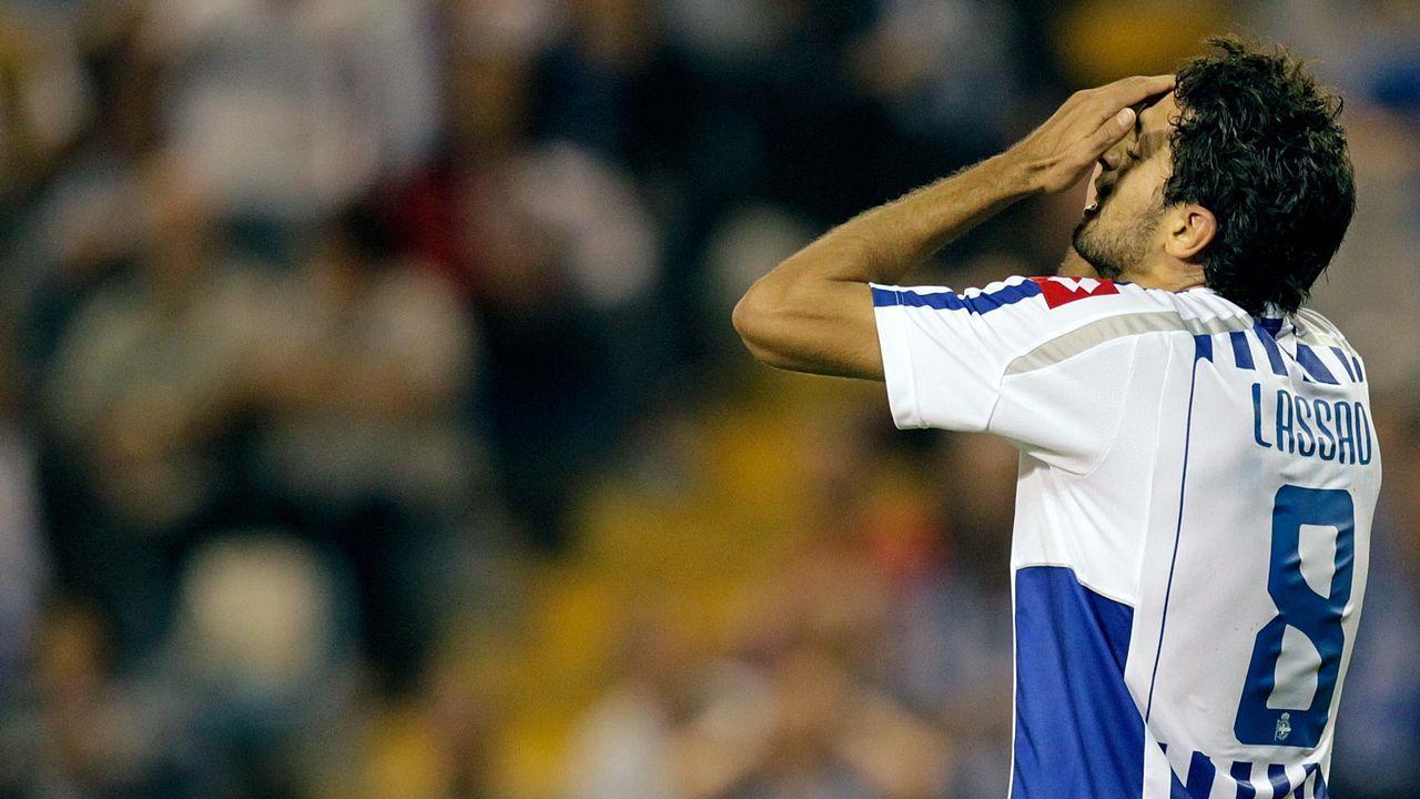 Lassad, ya con el 8, fue uno de los jugadores que protagonizaron el primer descenso del Deportivo en más de 20 años