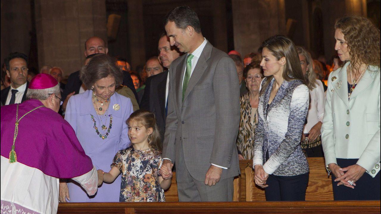 Año 2014: De nuevo Elena acude junto a los reyes, los príncipes y sus hijas. Será la última vez que lo haga la hija mayor de Juan Carlos y Sofía