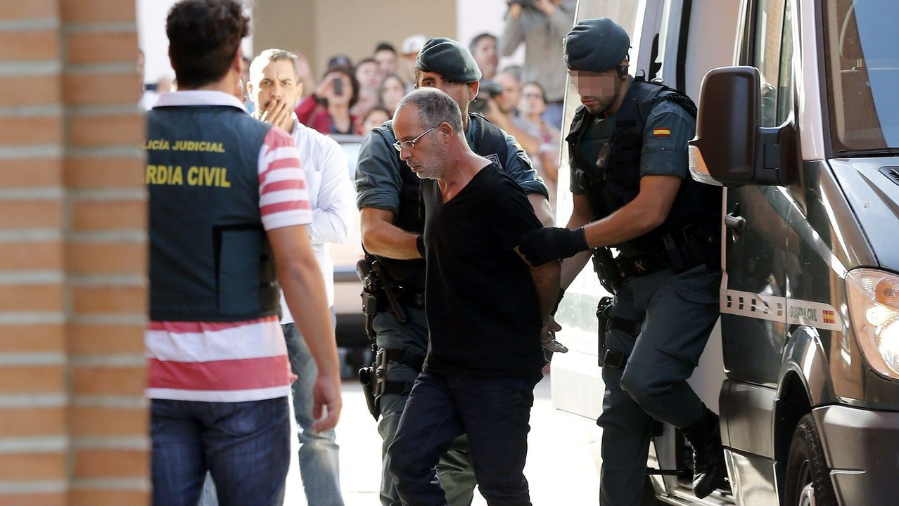 Ahmed Chelb, a la poste el asesino de Eva, es trasladado por la varios agentes en noviembre de 2015 a la Comandancia de la Guardia Civil de Madrid, en Tres Cantos