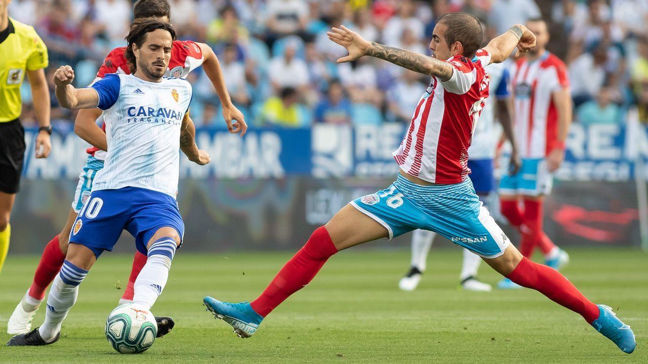 Saúl, los jugadores del Cádiz y Bebé y Trejo celebran un tanto