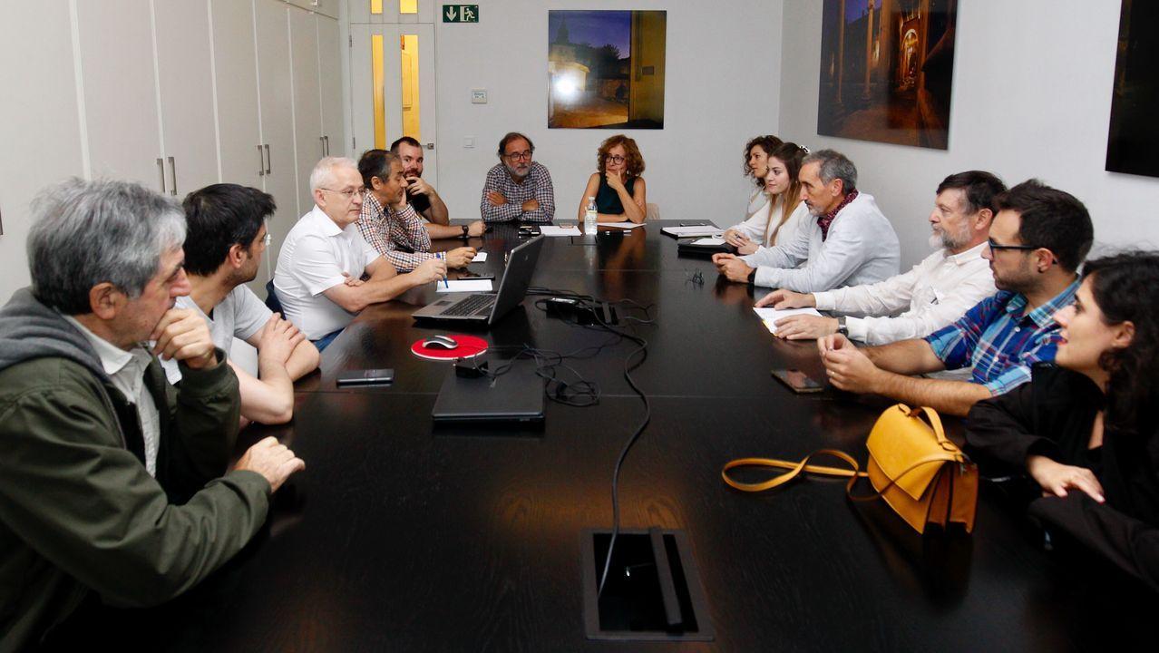 Asamblea de médicos celebrada este miércoles en Santiago para decidir la convocatoria de huelga