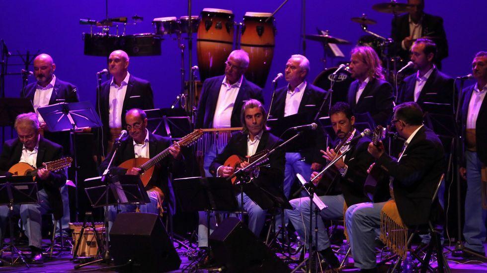 Imaxes de dúas décadas dun singular festival de música tradicional.Evaristo García, en el centro de la imagen