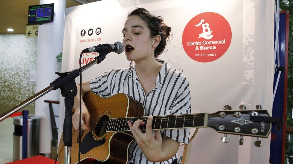 Cora Velasco ofrece un concierto en O Barco