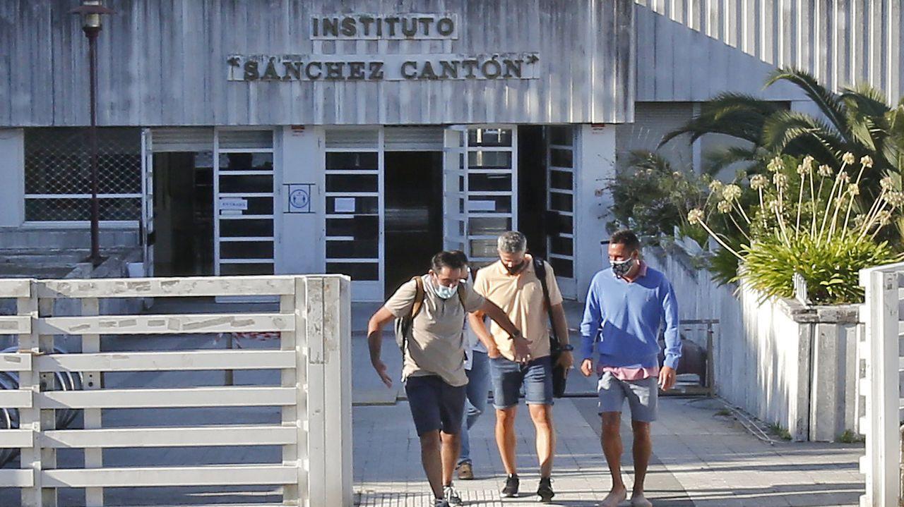 Vuelta al cole en tiempos de Covid.El conselleiro de Educación, Román Rodriguez, junto al jefe territorial, Pérez Ares