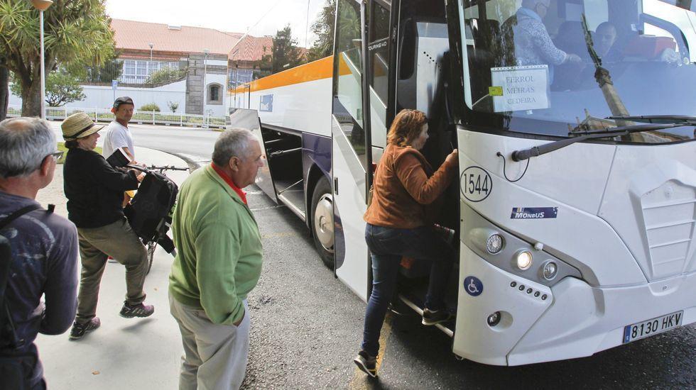 21 de abril, día 38 de confinamiento. El drama económico se evidencia en Galicia. «Lo peor no es el paro, es no poder salir a buscar empleo ni saber hasta cuándo», reconocen algunos afectados. La imagen es de uno de los muchos locales cerrados de Santiago.