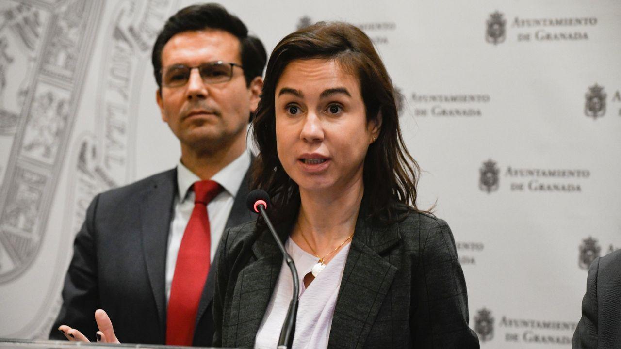 Ferreiro y Mato.Diputados gallegos, después de la aprobación en el Congreso de la transferencia de la AP-9