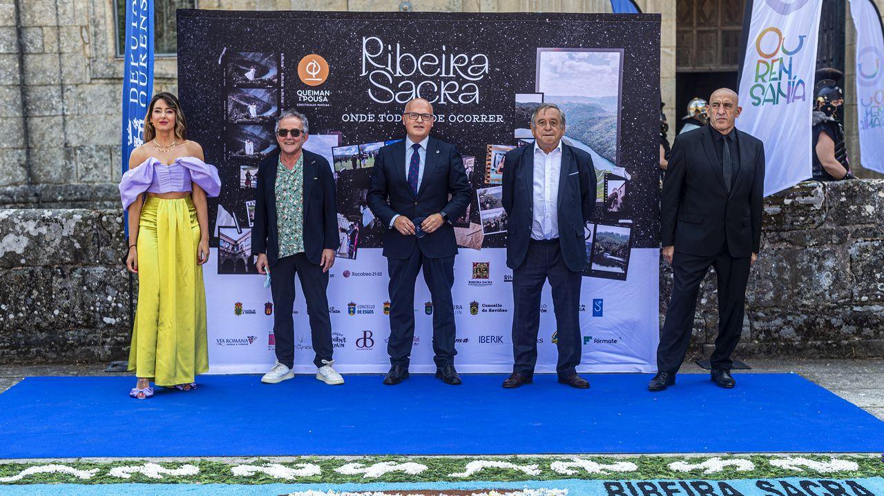 El conselleiro Román Rodríguez, hace un mes en una reunión con alcaldes de la Ribeira Sacra