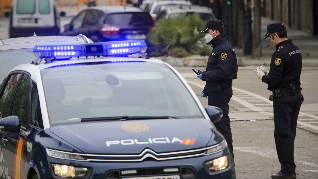 Agentes de la Policía Nacional en Monforte, en una foto de archivo