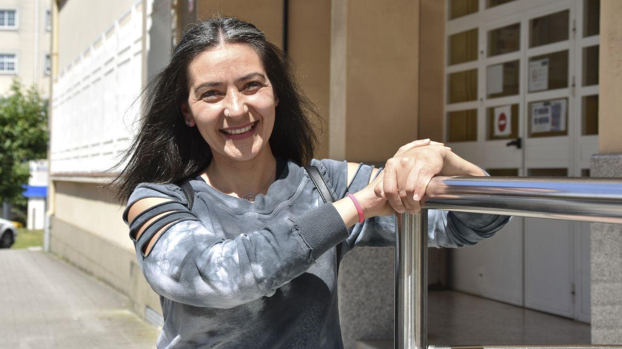 María Prin, retratada a las puertas de la Facultad de Ciencias do Traballo de Ferrol