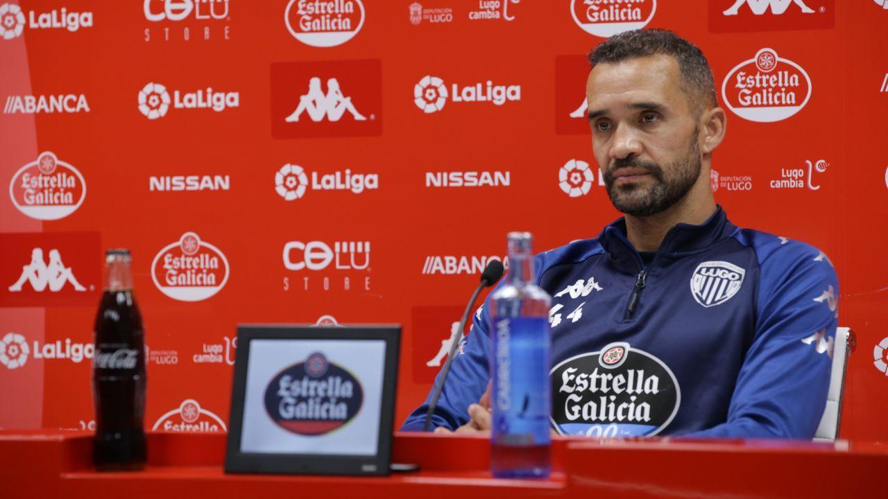Juanfran, entrenador del Lugo, en la rueda de prensa de ayer, previa al debut ante el Fuenlabrada de mañana