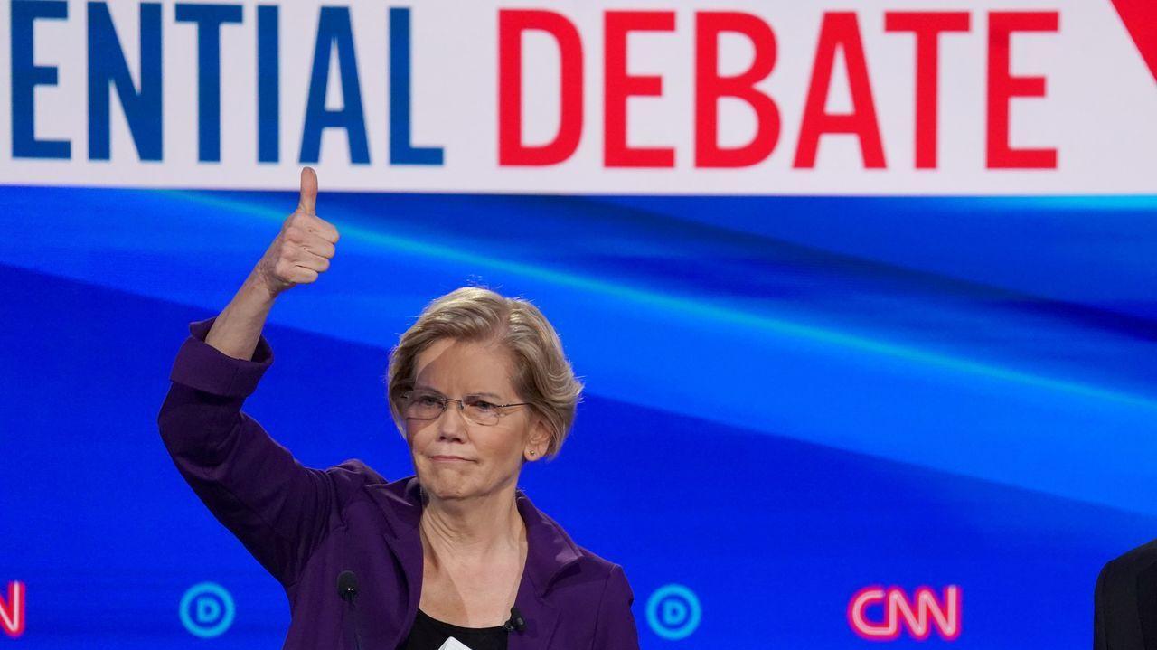 Elizabeth Warren, tratada como favorita, fue blanco de los ataques en el cuarto debate de la contienda demócrata