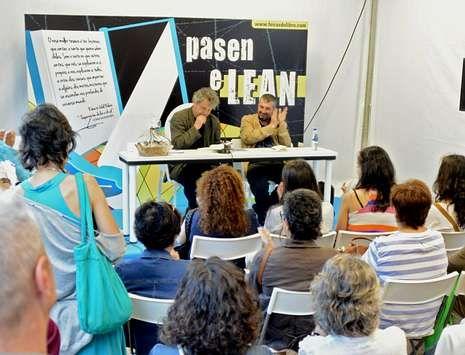 Manuel Rivas firmó su nueva novela en la última edición de la feria viguesa.
