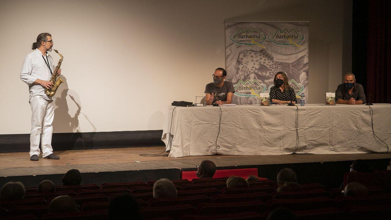 ¡Mira aquí as imaxes da presentación do libro de Antón Riveiro Coello no acto de Barbantia!.Manuel Velo, ICBoiro