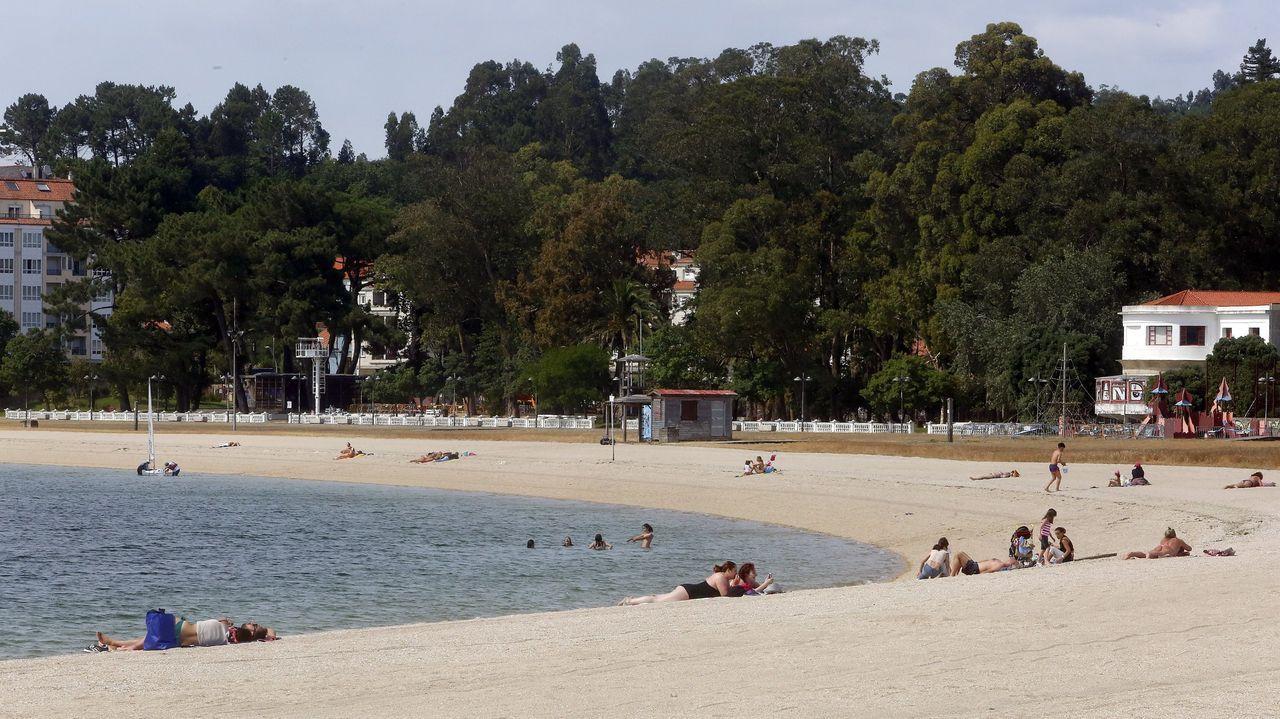 La playa de A Compostela consolida la bandera azul que recuperó el verano pasado