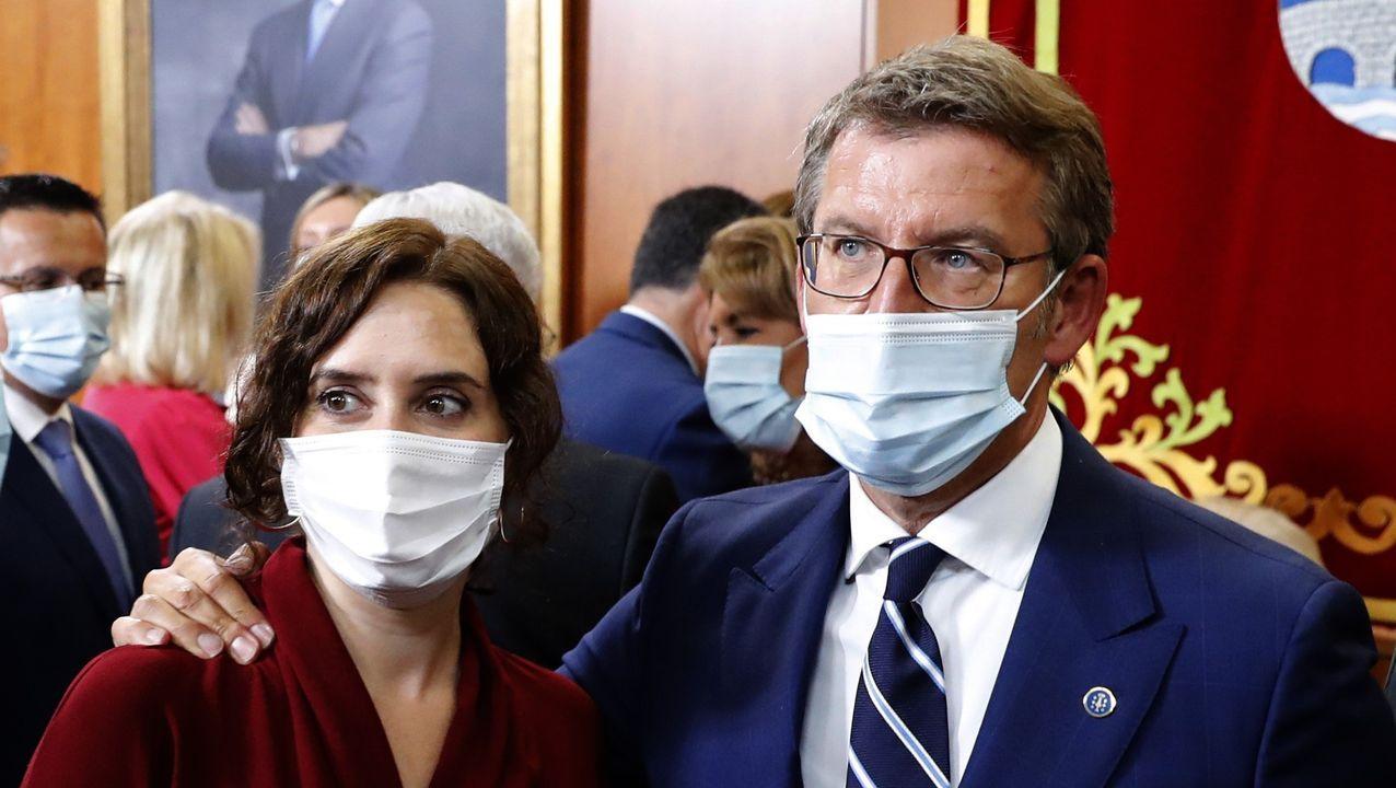 Isabel Díaz Ayuso y Alberto Núñez Feijoo, en la toma de posesión del presidente de la Xunta, en septiembre del 2020