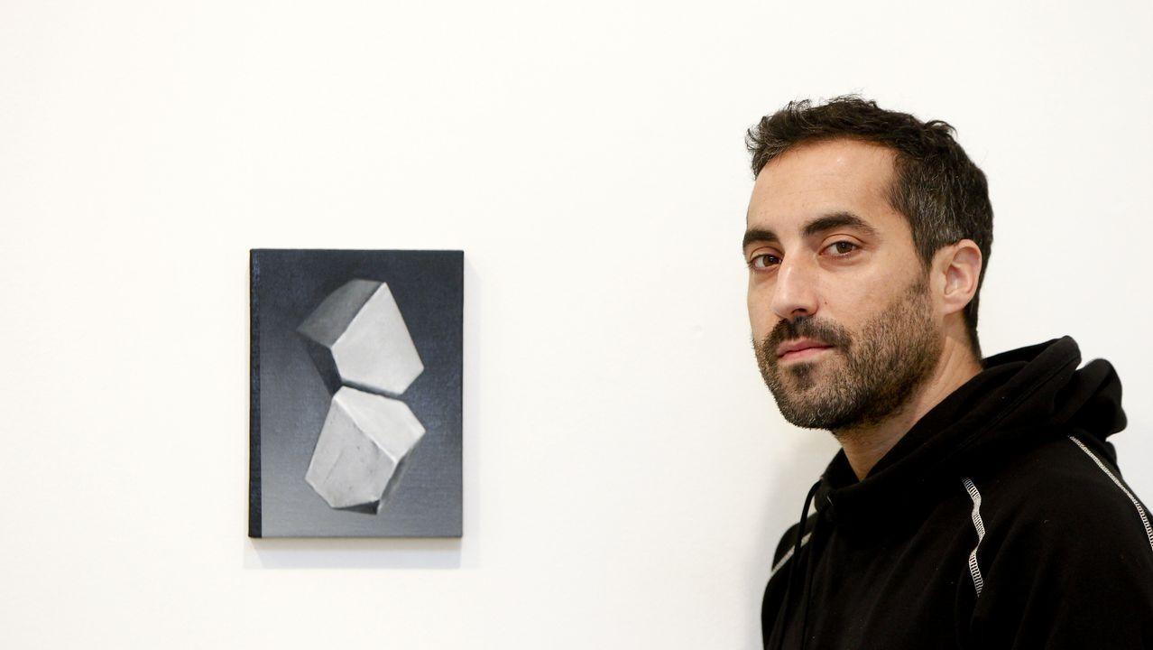 Alain Urrutia estrena en Santiago una muestra en la que juega con el efecto espejo.Fachada del Palacio de Revillagigedo