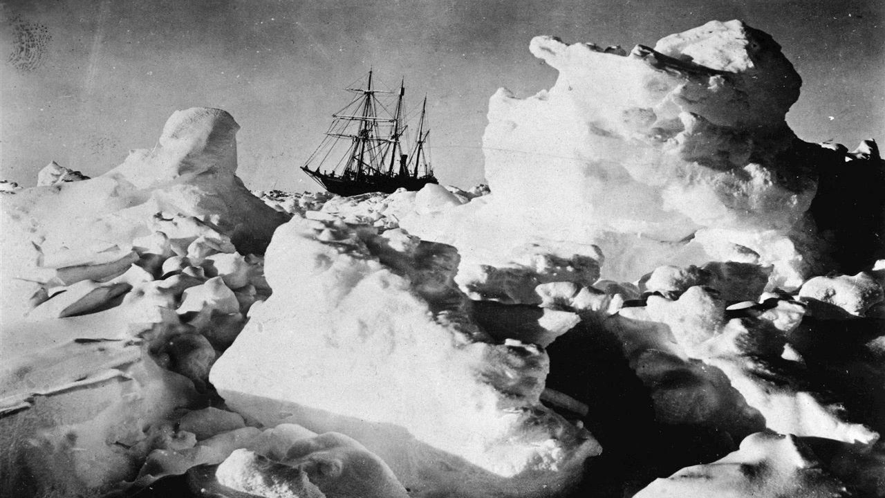 El Endurance de Shackleton atrapado en el hielo de la Antártida
