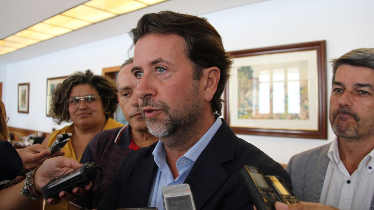 El presidente del Cabildo de Tenerife, Carlos Alonso, de Coalición Canaria, ve peligrar su cargo