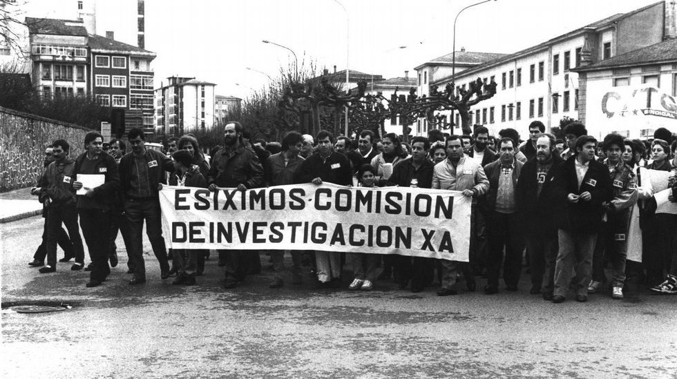 «En Vigo nació la investigación pesquera».Cuando los bidones del  Cason  acabaron en A Mariña, la factoría aluminera estuvo a punto de parar y hubo manifestaciones, como esta, en Viveiro.