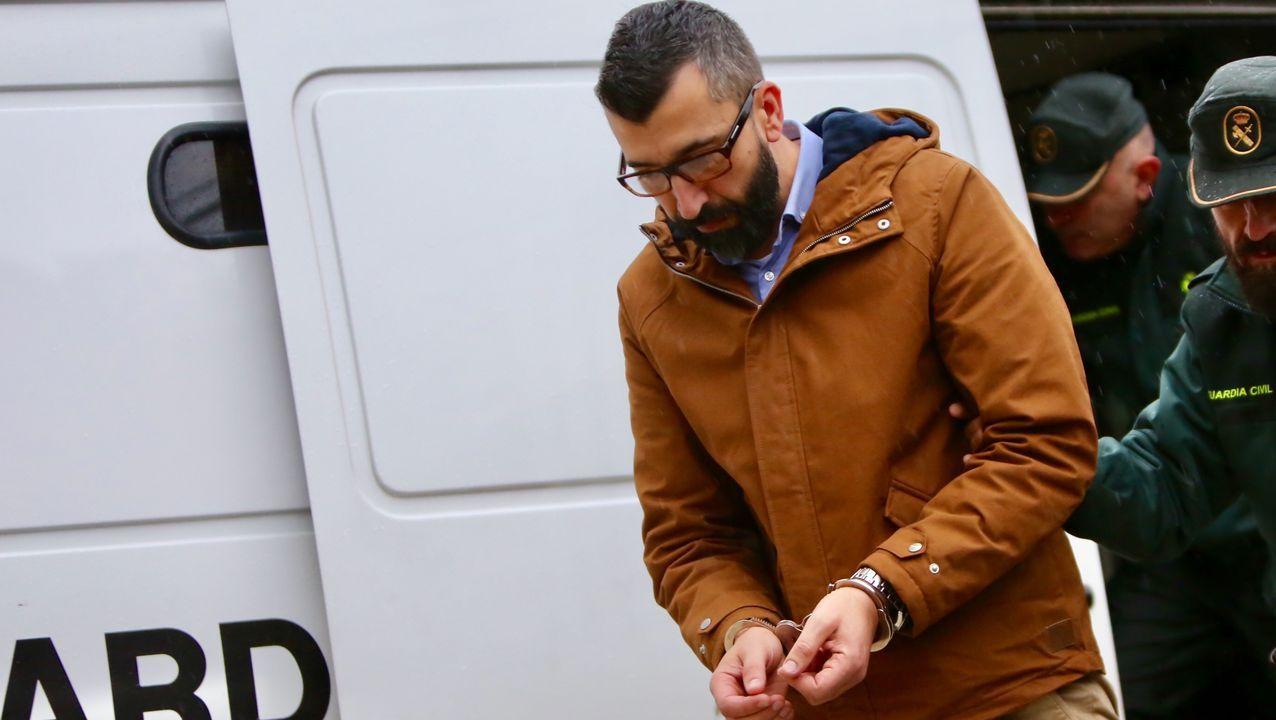 Llegada de César Adrio, supuesto asesino de Ana Enjamio, a los juzgados de Vigo.Temporal de viento y granizo en A Coruña