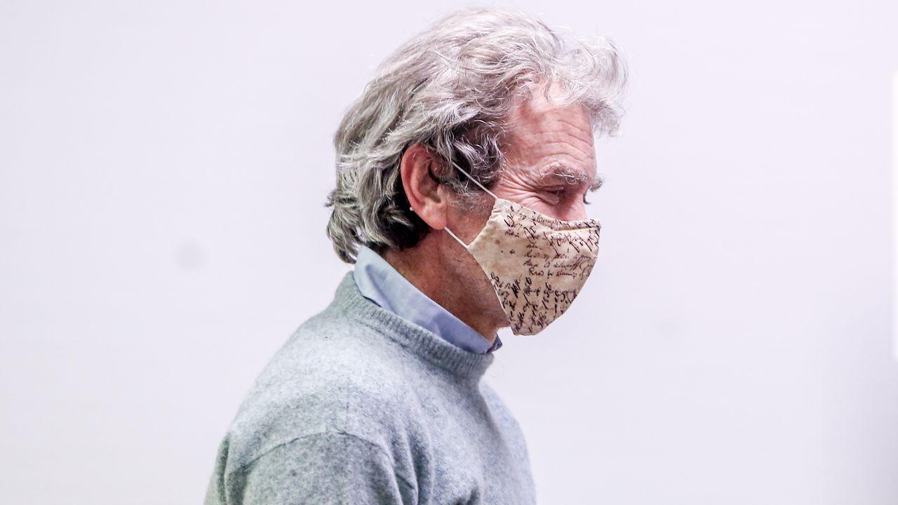 EN DIRECTO: Fernando Simón informa de los últimos datos de la pandemia.Dos enfermeras atienden a un paciente en la UCI del Hospital Reina Sofía de Murcia