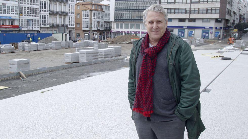 El corazón comercial de Vigo vuelve a latir.El arquitecto, en foto de archivo, durante una de sus visitas de seguimiento del desarrollo de las obras