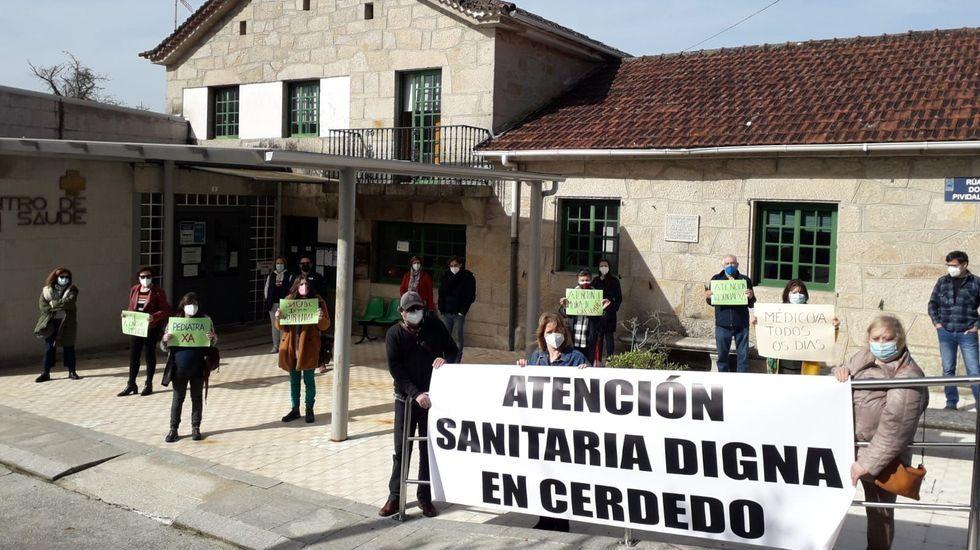 La policía controla las terrazas.Una terraza de la calle Loureiro Crespo, en Pontevedra
