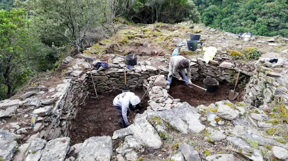 Las excavaciones se llevan a cabo en el lugar de Os Conventos, cerca de la orilla del Sil
