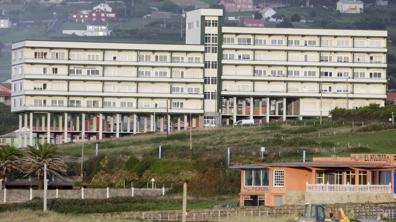 Edificio de apartamentos en la playa de A Frouxeira