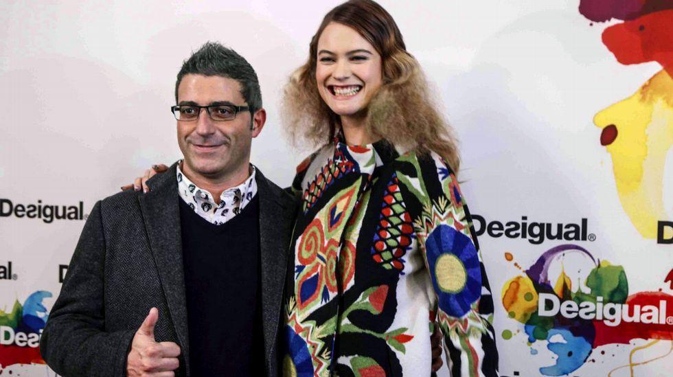 El director general de Desigual, Manel Jadraque, y la modelo Behati Prinsloo