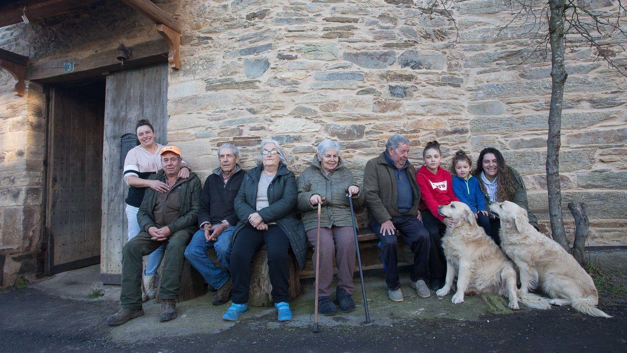 Catro xeracións conviven nunha casa de Vilaverde, nos Ancares
