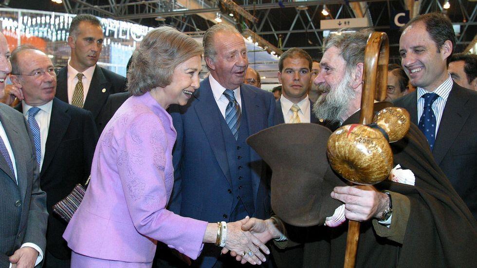 En un acto en Madrid junto a los reyes Juan Carlos y Sofía, Rato y Camps, entre otros.
