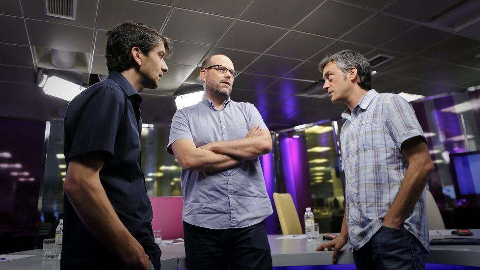 Jorge Suárez, Martiño Noriega y Xulio Ferreiro, en una de sus visitas al plató de Vía V.