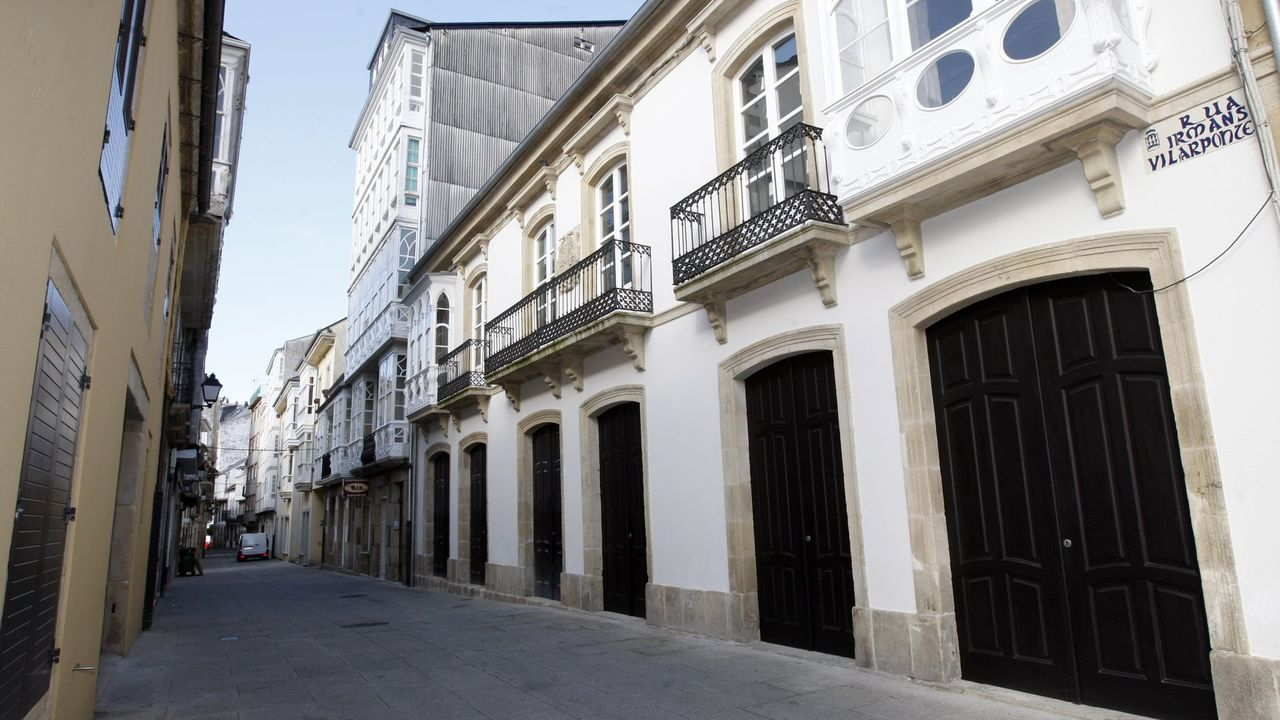 A la derecha, la Casa de Calvo Sotelo, en una foto de archivo