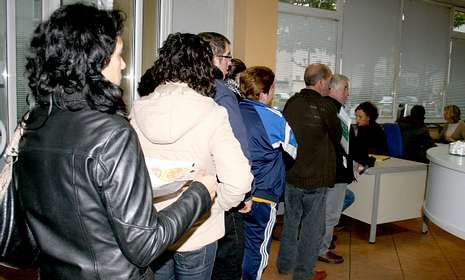 Como en el resto de España, miles de mariñanos están anotados en las oficinas de Empleo.