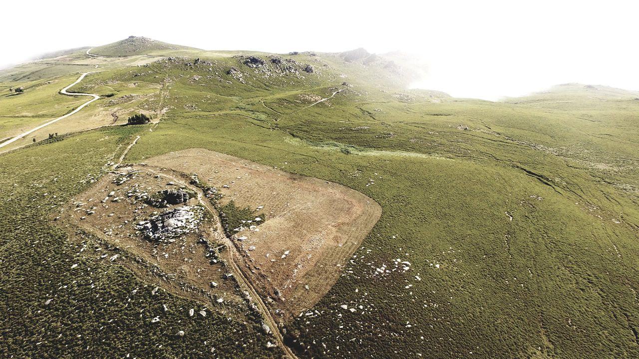 Así se ven desde el aire los restos del campamento militar romano más antiguo de Galicia.Reproducción de un neandertal del Museo de Düsseldorf