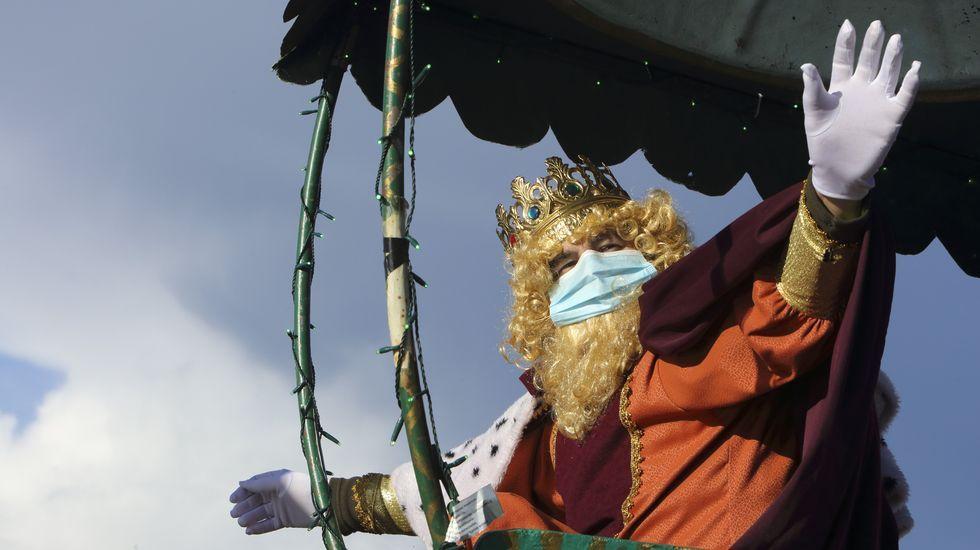 Los primeros Reyes Magos, en A Laracha, Coristanco y Zas: ¡mira las imágenes!.Jo Farb Hernández, en la casa de Asunción Antelo, en agosto del 2019