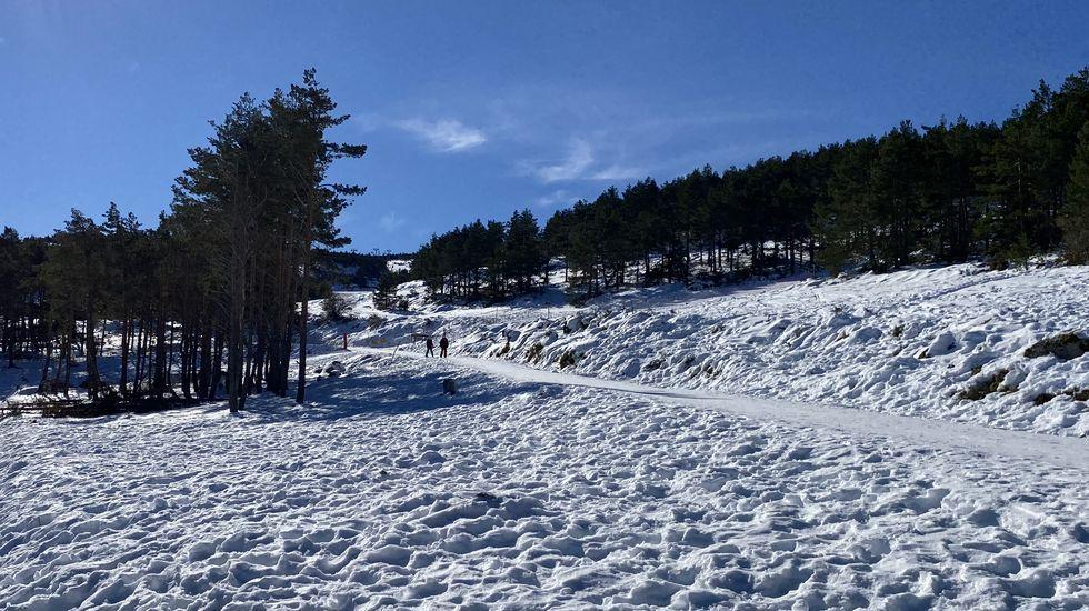 La estación de Cabeza de Manzaneda está cubierta de nieve