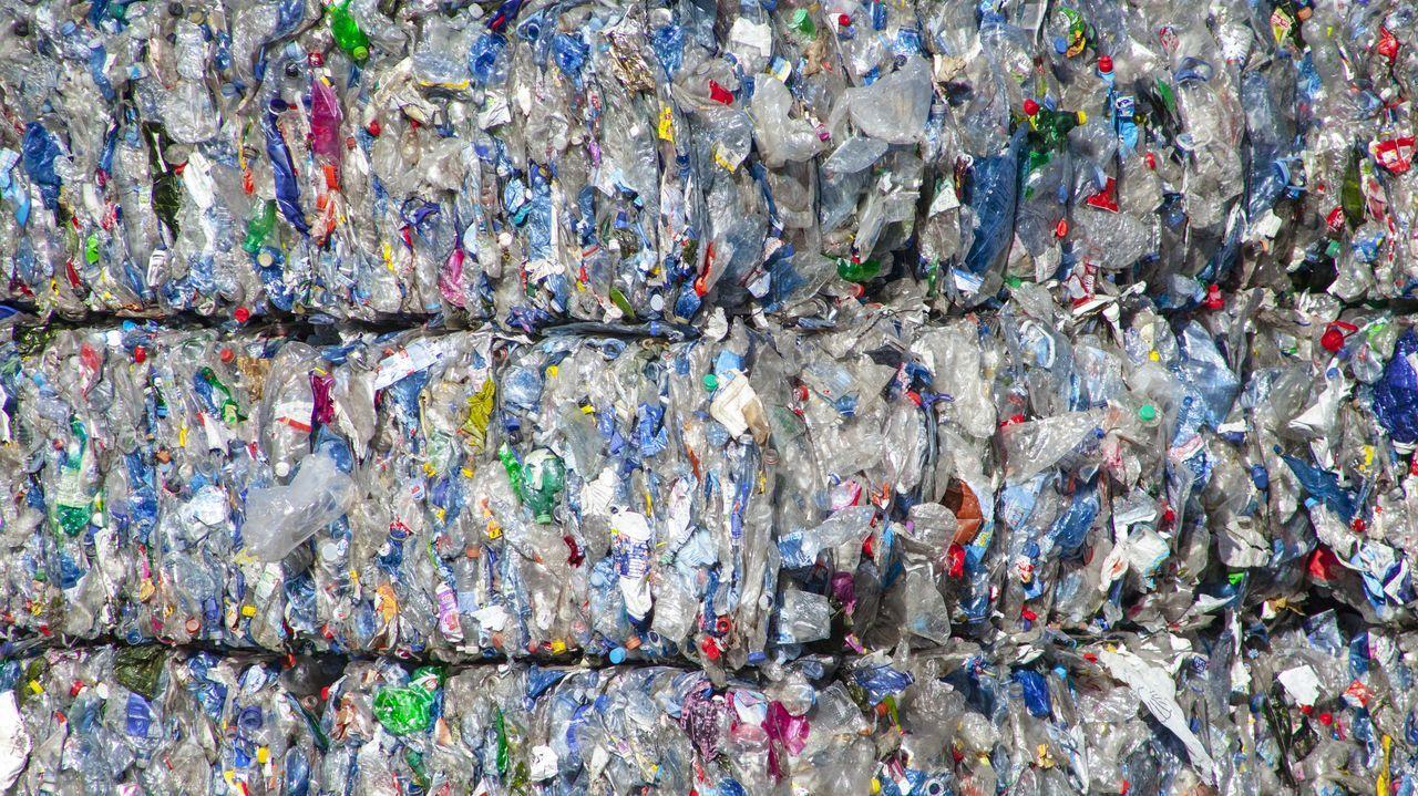 Así reclaman desde San Cibrao futuro para la fábrica de aluminio.Plásticos