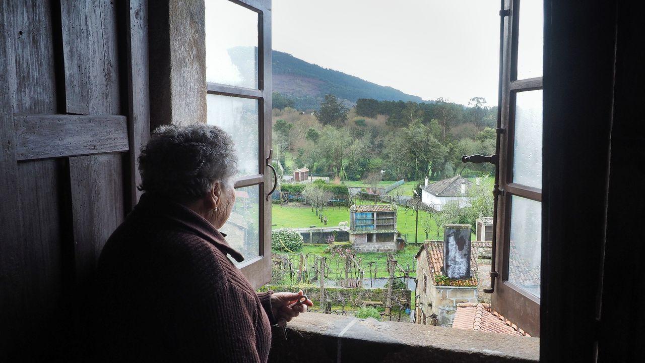Angueira de Castro, en Rois, ejemplo de conservación del patrimonio.Una postal de la esquina de la plaza de la Catedral con la Casa de la Rúa, quizá el palacio en uso más antiguo de Oviedo