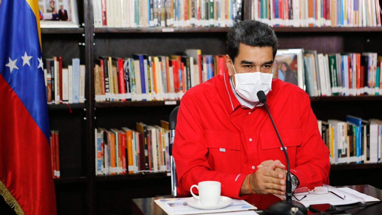 Amor, oración y homenajesa golpe de mascarilla.Maduro compareció para explicar su plan para hacer la repatriación