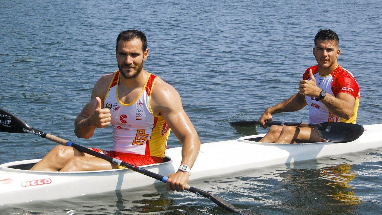 Vertido en el río Lérez.Javier Hernanz recibiendo la medalla de bronce