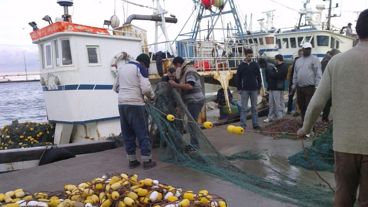 Un barco de Salvamento Marítimo, a su llegada el sábado a Motril con 60 migrantes recogidos de una patera en el mar de Alborán