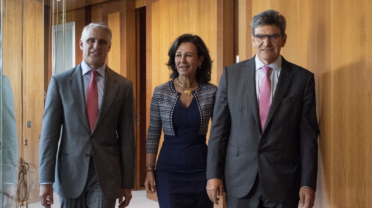El inglés «top» de Caballero: «Very welcome everybody here».Andrea Orcel, Ana Botín y José Antonio Álvarez